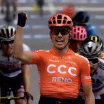 Volata con maxi caduta: Bevin primo Sagan terzo e Viviani settimo
